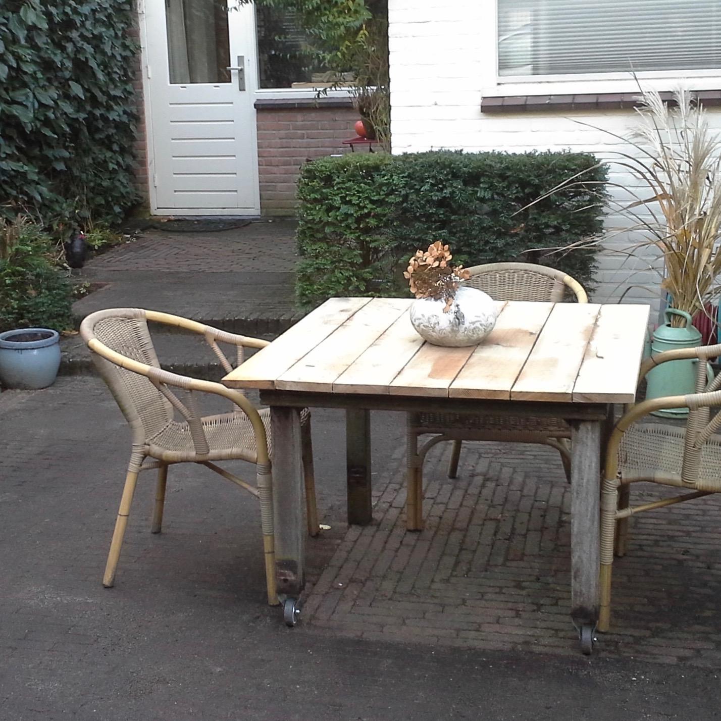 tafel met twee wielen