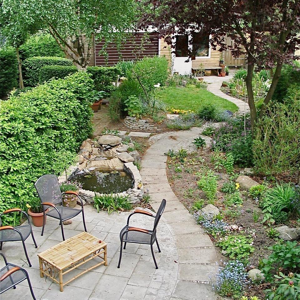 tuin met slingerpad gereed